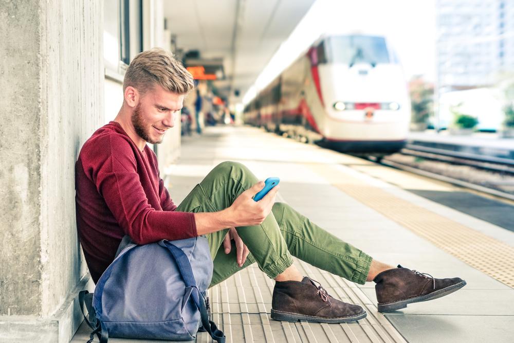 älypuhelin julkisessa liikenteessä